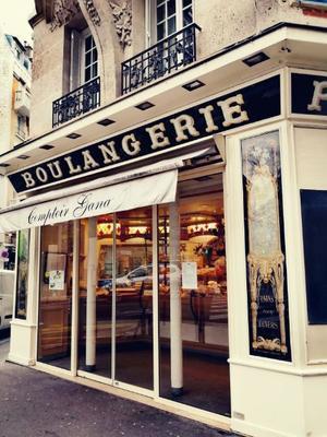 パリのパン屋さん.jpg
