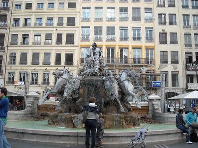 lyon Fontaine Bartholdi place des Terreaux.JPG